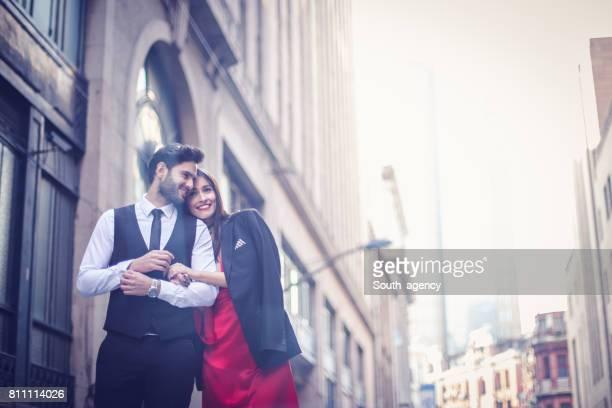 schöne frau und ein mann - elegante kleidung stock-fotos und bilder