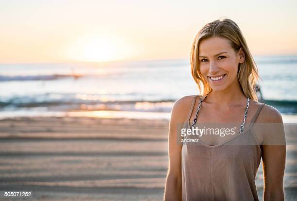 beautiful woman at the beach - beauty in nature stock pictures, royalty-free photos & images