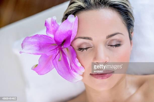 Hermosa mujer en el spa