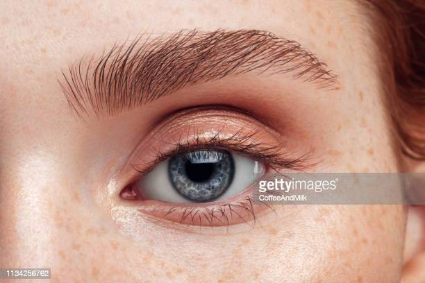 mooie vrouw. close-up. zachte make-up. - close up stockfoto's en -beelden