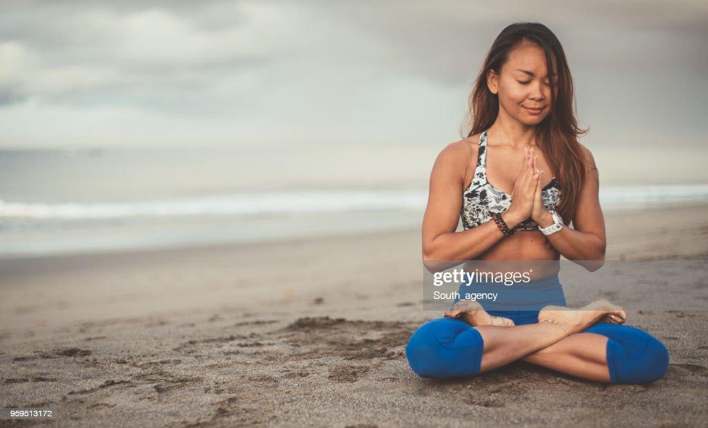 Schöne Frau Yoga Meditation Übungen : Stock-Foto
