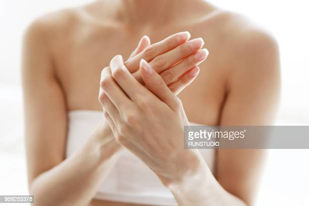 beautiful woman hands - dedo humano imagens e fotografias de stock
