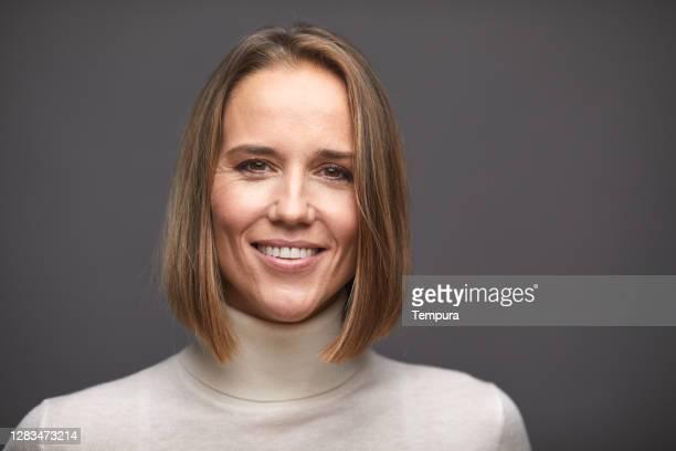 beautiful woman headshot portrait - mid adult women imagens e fotografias de stock