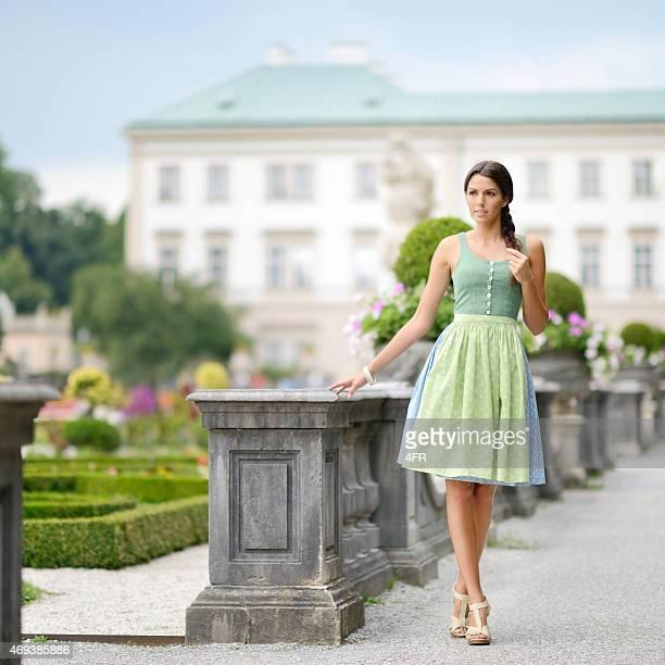 Schöne Mode Frau im Dirndl