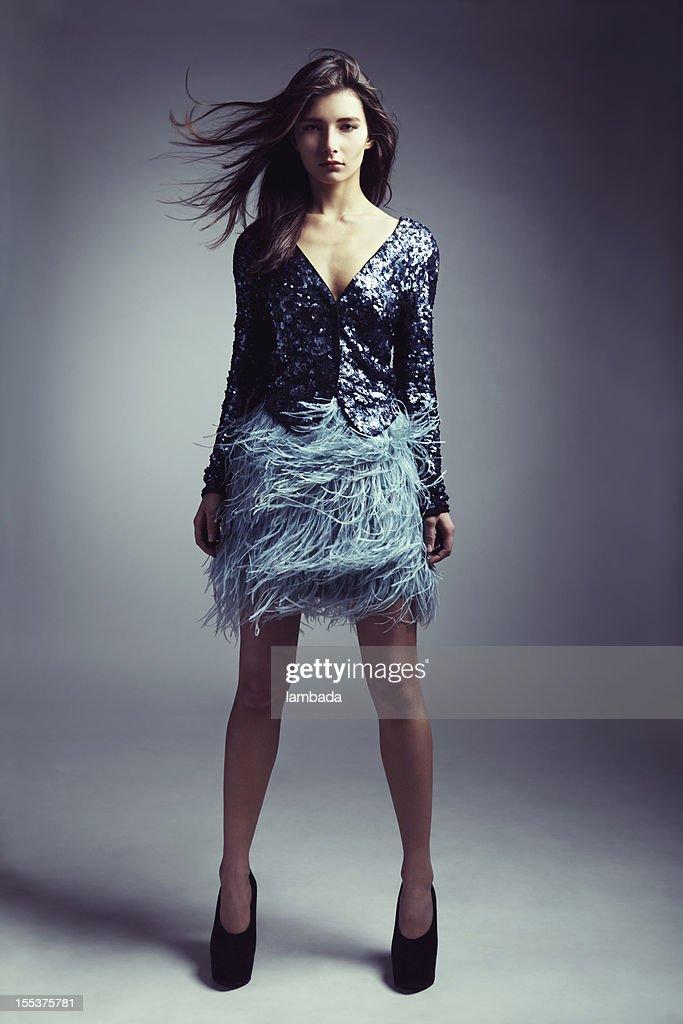 Bella donna in vestiti alla moda : Foto stock