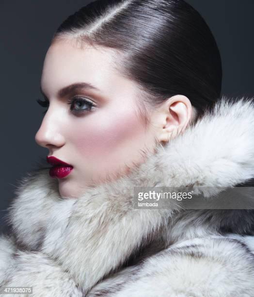 美しい女性のファーコート