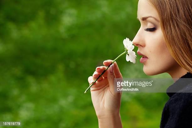 Schöne Frau im Profil