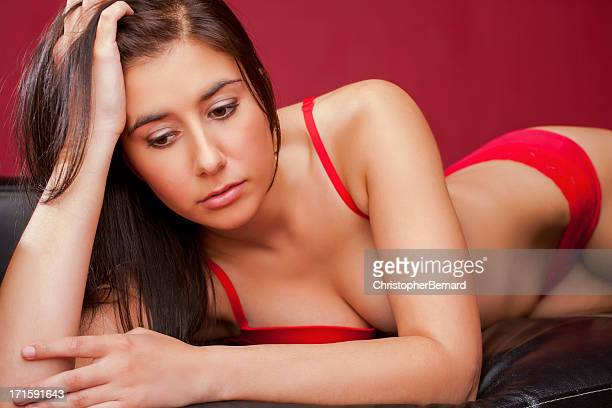 美しい woman in red lingerie