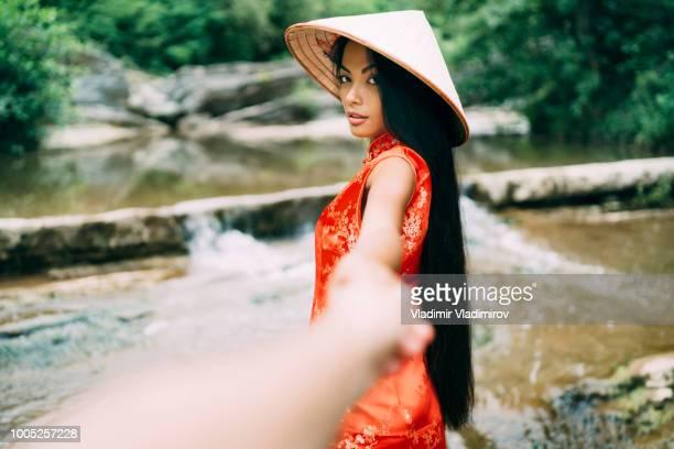schöne frau in traditioneller chinesischer kleidung - following stock-fotos und bilder