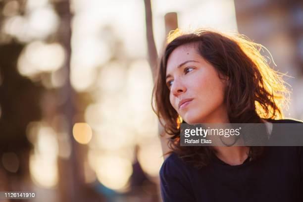 beautiful woman looking away in a hope attitude - derechos de la mujer fotografías e imágenes de stock