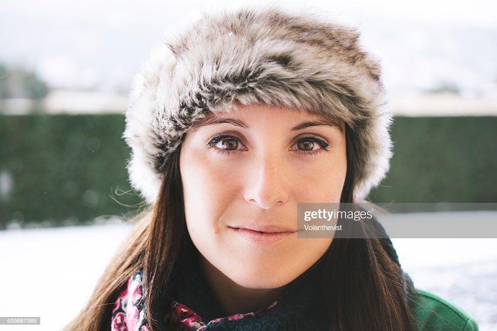 Beautiful woman outdoors in winter : Foto stock