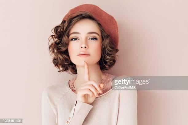 mulher bonita - colorido pastel - fotografias e filmes do acervo