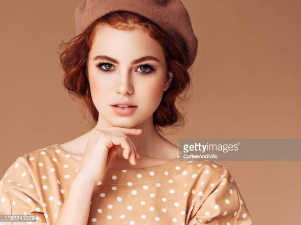 schöne frau - rotes haar stock-fotos und bilder