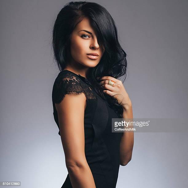 mulher bonita - cabelo preto - fotografias e filmes do acervo