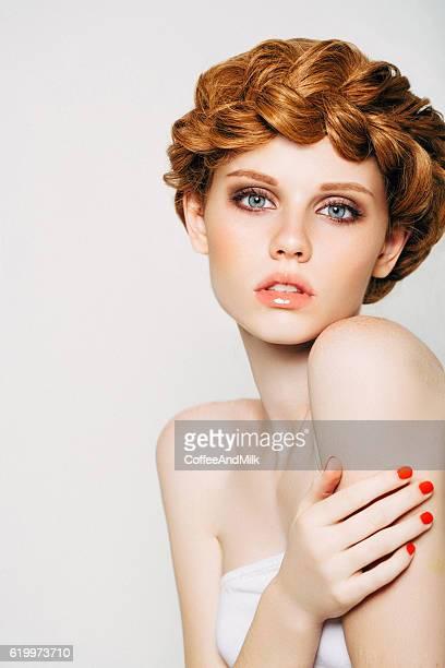 belle femme  - cheveux tressés photos et images de collection
