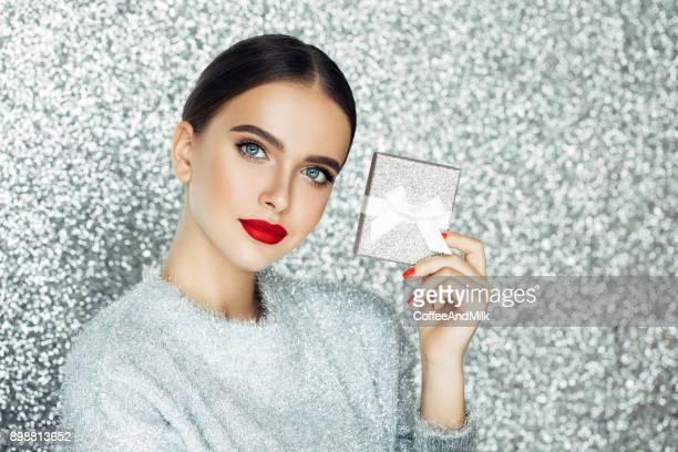 belle femme - maquillage photos et images de collection