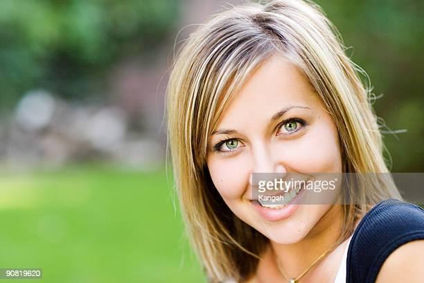 mujer bella - big eyes fotografías e imágenes de stock