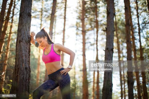 Schöne Frau, ruhen Sie sich nach anstrengenden workout