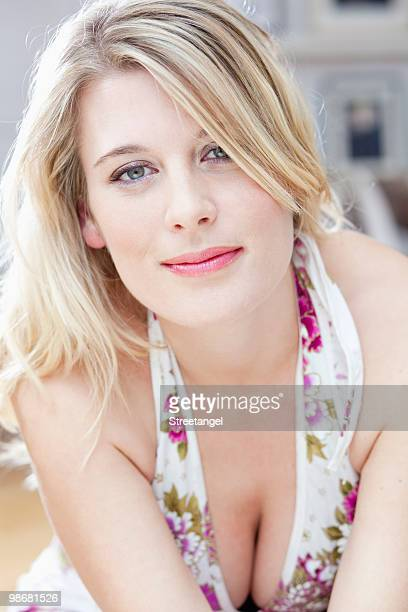 beautiful woman smiling - woman flat chest stock photos and pictures