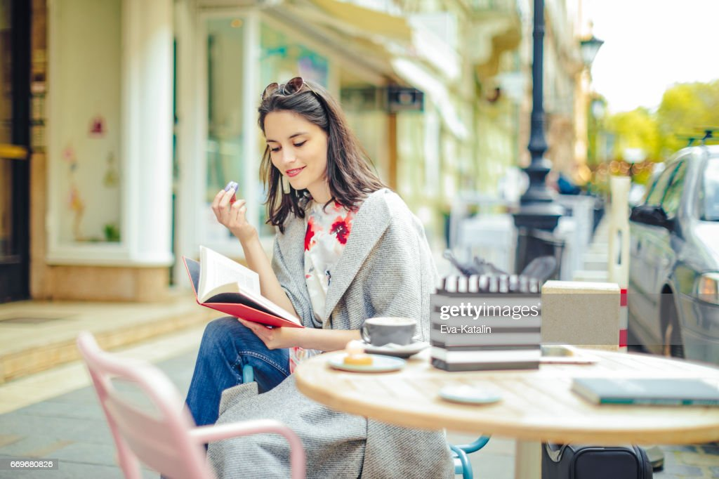 Beautiful woman spending time in the city : Stock Photo