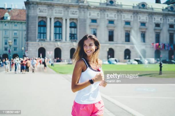 schönes frauensporttraining in wien - sportsperson stock-fotos und bilder