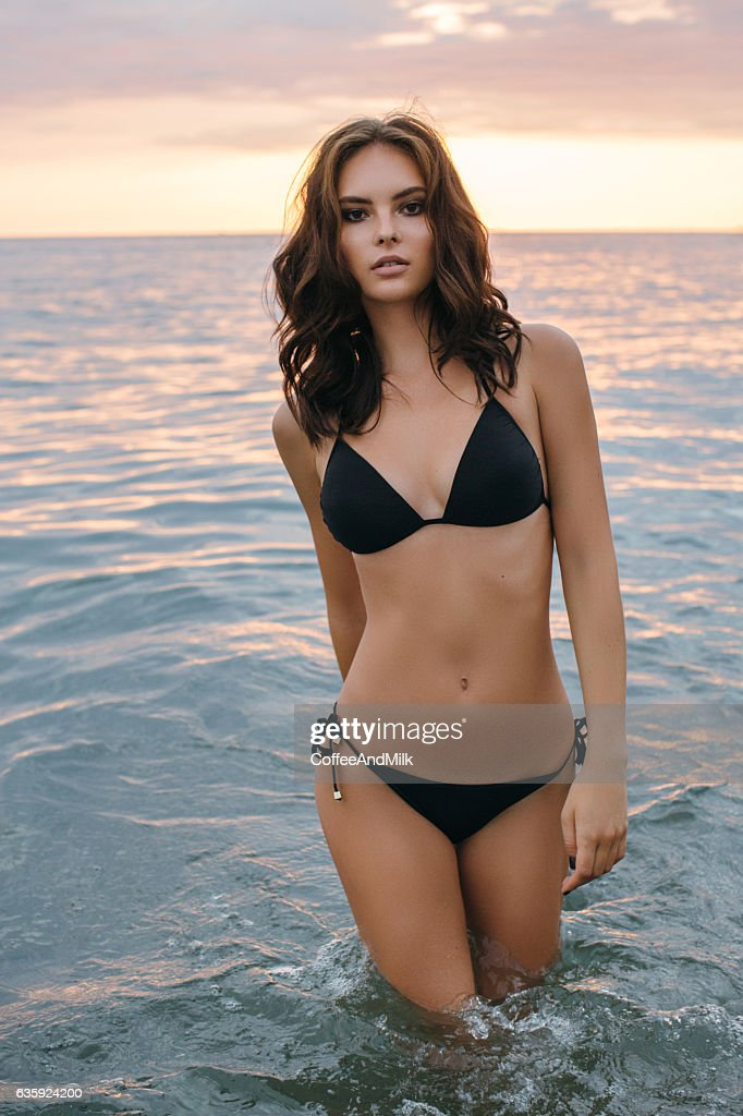 Beautiful woman standing at the sea : Foto stock