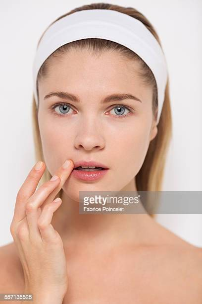 beautiful woman touching her lips - herpes foto e immagini stock