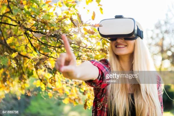 Belle femme & réalité virtuelle