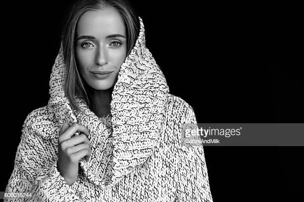 Mulher bonita vestindo Roupas de Inverno