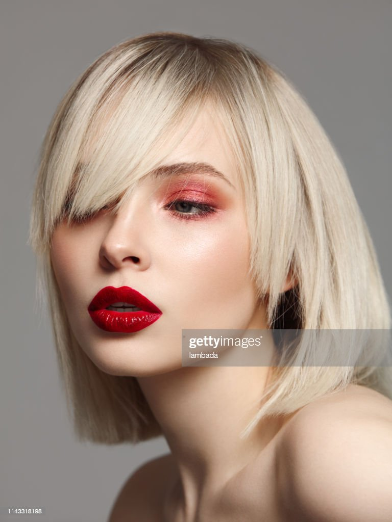 Mulher bonita com make-up brilhante : Foto de stock