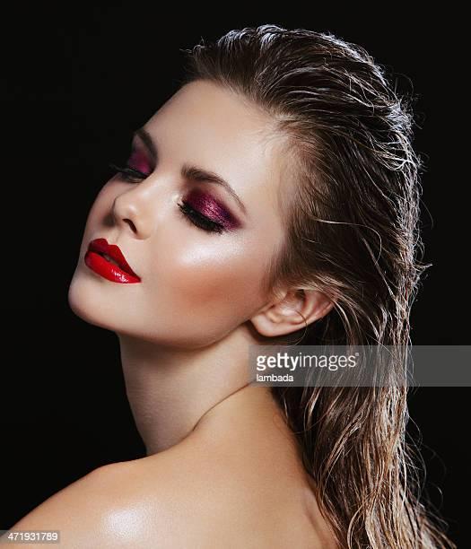 Schöne Frau mit hellen make-up