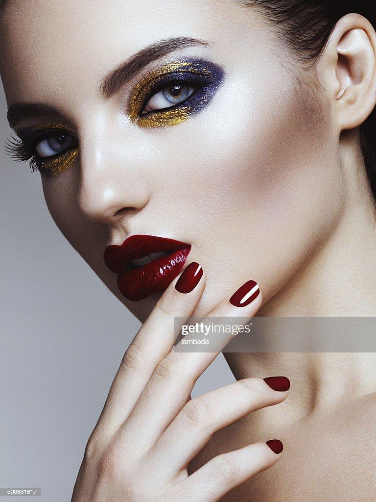 Schöne Frau mit hellen make-up : Stock-Foto