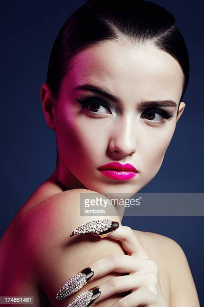 belle femme avec des griffes - skin diamond photos et images de collection