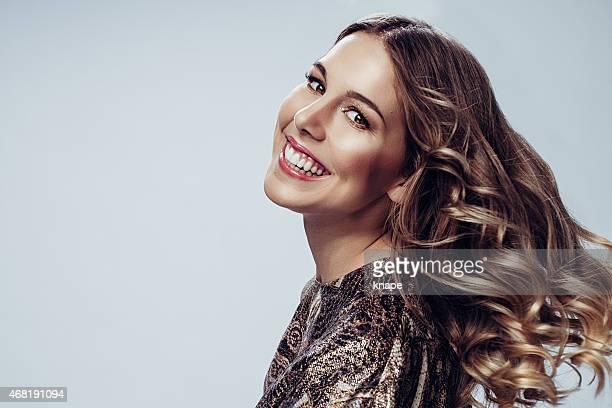 美しい女性、健康な髪