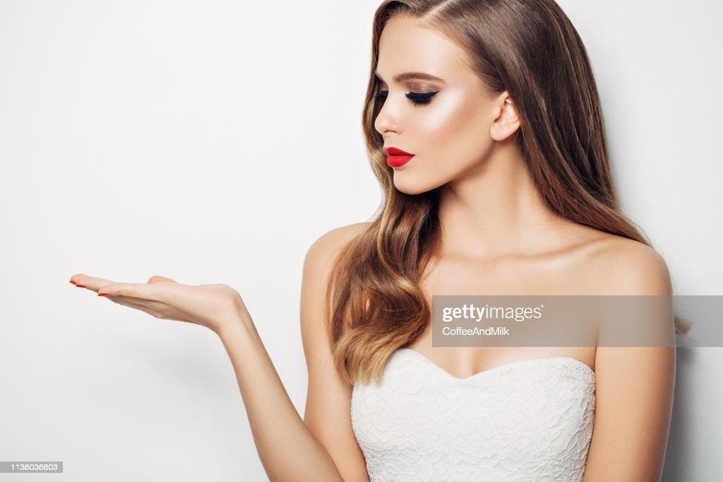 Schöne Frau mit langen Haaren : Stock-Foto