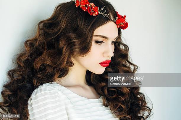Schöne Frau mit luxuriösen-curls