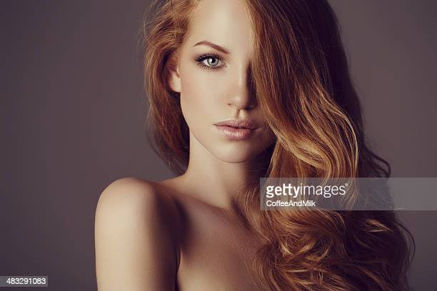 beautiful woman with luxury hairs - lang haar stockfoto's en -beelden