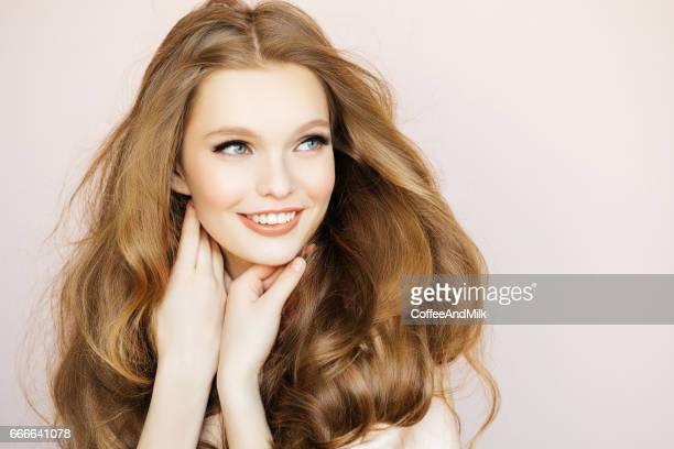 美しい女性、贅沢な毛