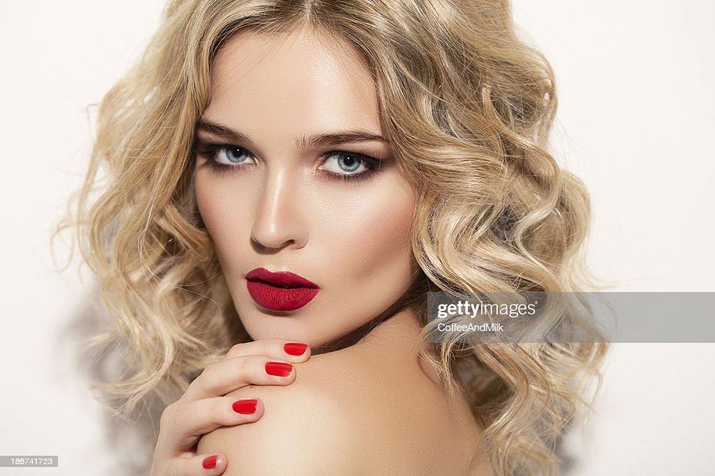 Bella mujer con maquillaje : Foto de stock