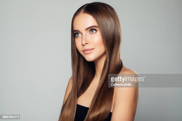 mulher bonita com maquiagem  - cabelo liso - fotografias e filmes do acervo