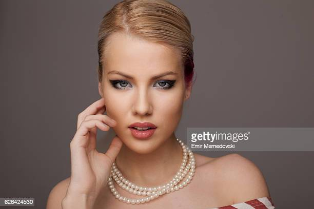 beautiful woman with pearls - pearl necklace stock pictures, royalty-free photos & images