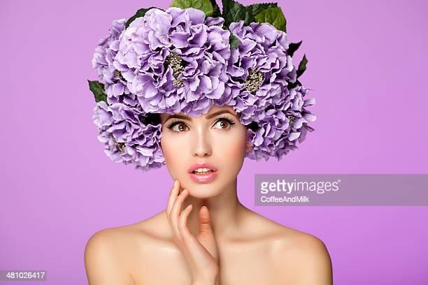 mulher bonita com flores roxas - coroa enfeite para cabeça - fotografias e filmes do acervo