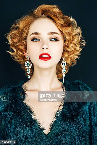 Mulher bonita com cheio de estilo de Cabelo