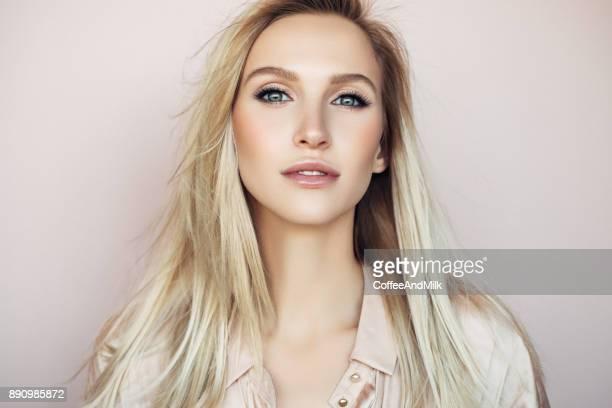 mulher bonita com penteado elegante - cabelo liso - fotografias e filmes do acervo