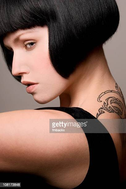 belle femme avec tatouage - belle black photos et images de collection