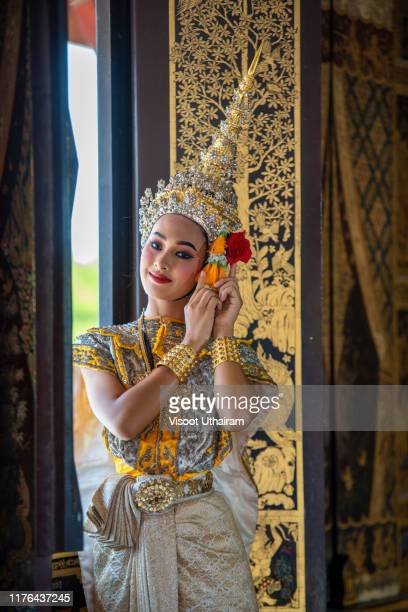 beautiful women wearing traditional thai clothes. - arte, cultura e espetáculo imagens e fotografias de stock