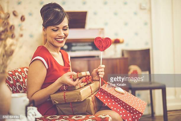 Bella donna con regali