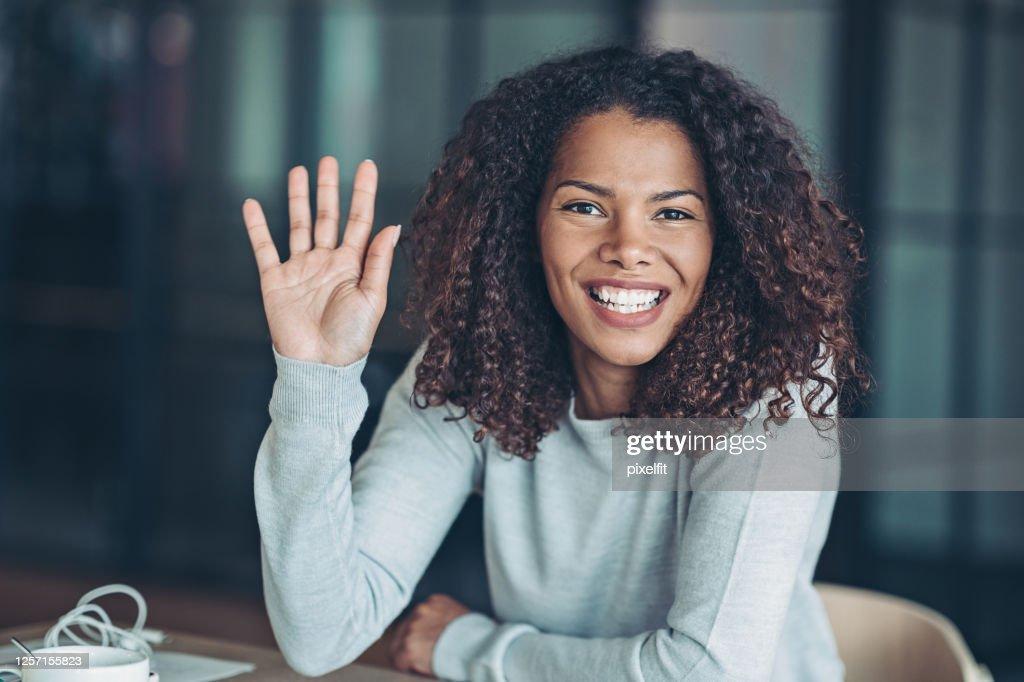 Mooie jonge Afrikaanse etniciteitsvrouw : Stockfoto
