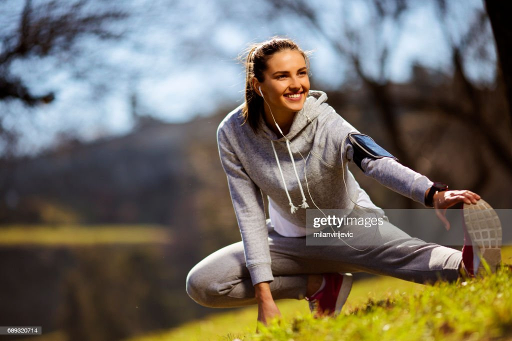 Beautiful young female exercsing in nature : Stock Photo