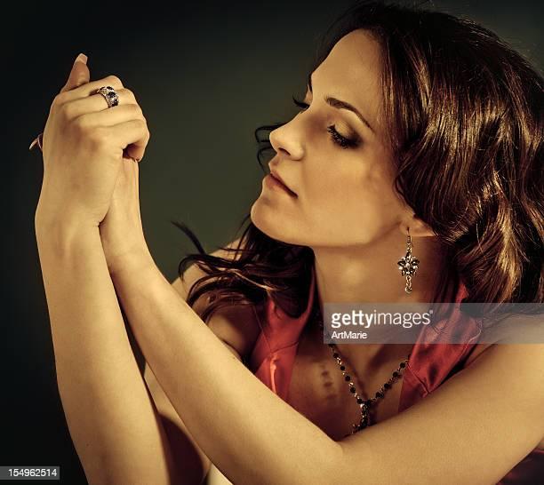 bela jovem modelo de moda - colar - fotografias e filmes do acervo